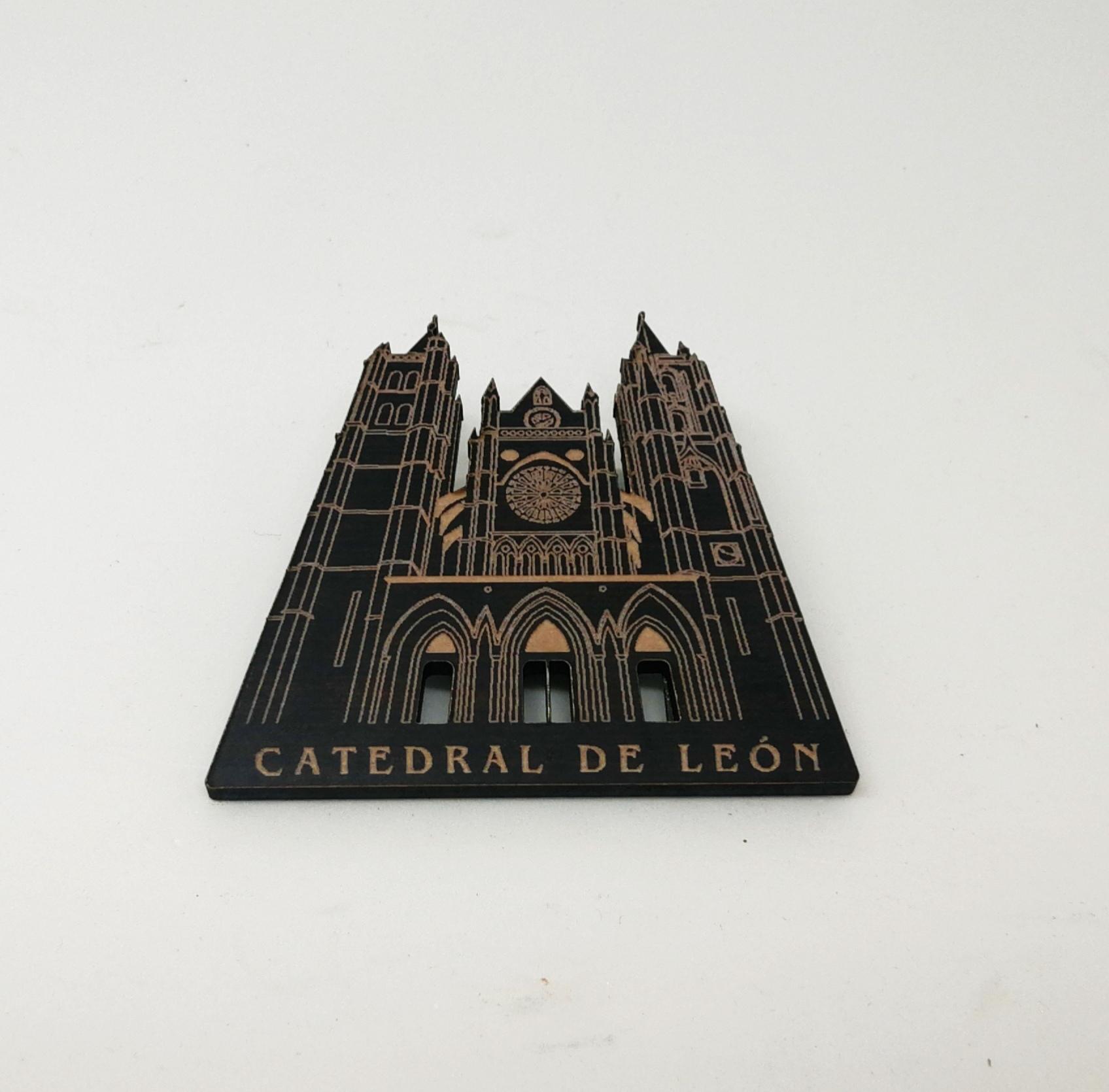 Imán fachada catedral de León