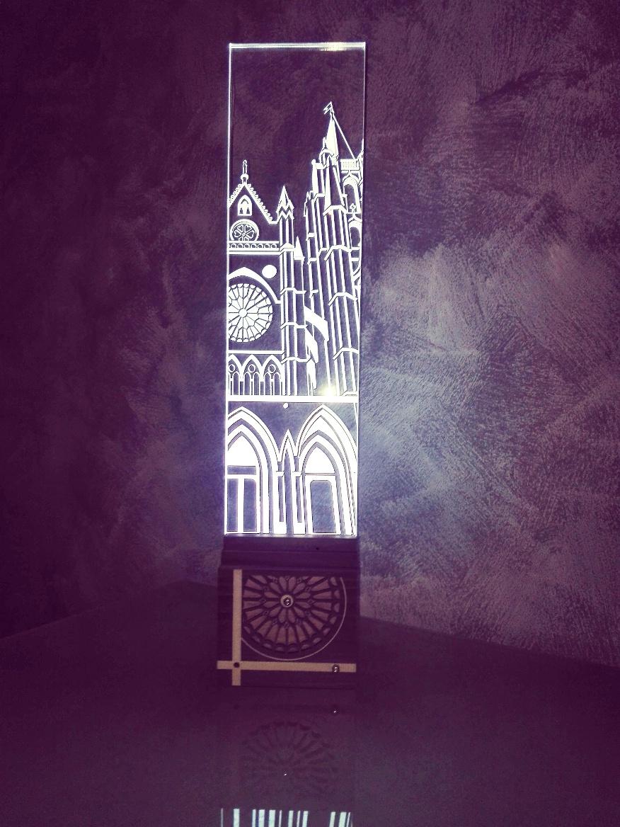 Lámpara led de metacrilato -Tema CATEDRAL de LEÓN- (Tamaño grande)